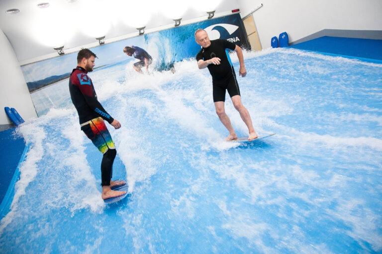 Vyhrajte vouchery na indoor surfing v Surf Areně