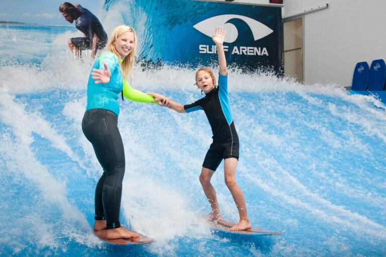 Chyťte si svou vlnu. Vyzkoušejte indoor surfing v Surf Areně