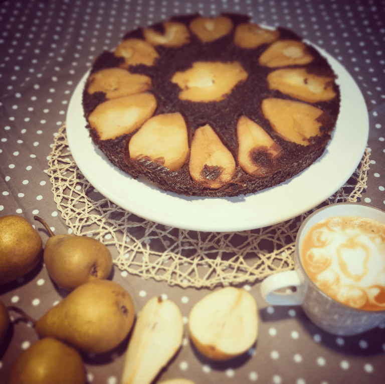 Vyzkoušejte hruškový koláč s karobovým sirupem