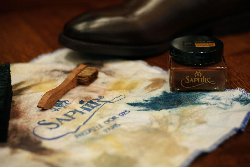b55c07a7dc9 Jak správně vyleštit kožené boty  Ruční péči nic nenahradí - Ženy Dívky