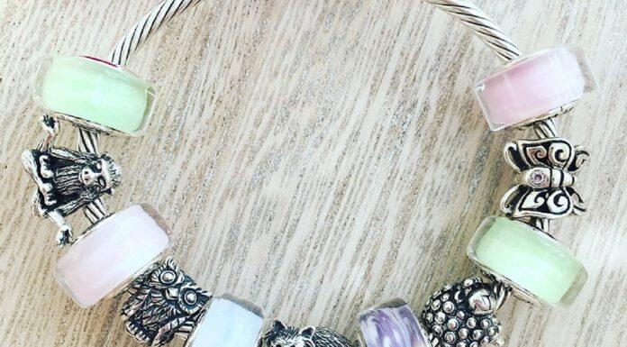Šperky s příběhem - stříbrné a skleněné korálky.