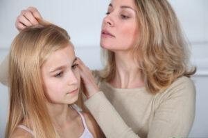 Upíři ve vlasech: jak se zbavit vší