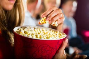 Kinotipy pro listopadové dny. Emotivní thriller či zimní komedie