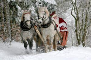 Vánoce stokrát jinak, vždy s dárky. Kdo je nosí?