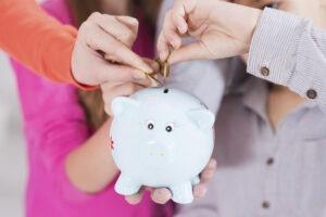 Jak spořit a do čeho se vyplatí investovat v novém roce?