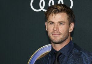 Hollywoodský fešák Chris Hemsworth radí, jak cvičit v karanténě