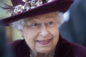 Královna Alžběta II. jde příkladem. Učí se komunikovat moderními způsoby