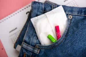 Perioda jinak? Kalíšky, kalhotky a volná menstruace