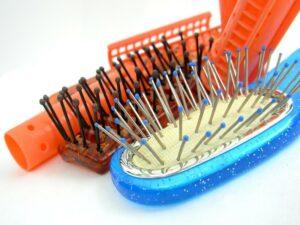 Tipy jak pečovat o hřebeny a kartáče. Proč je důležitá jejich pravidelná údržba?