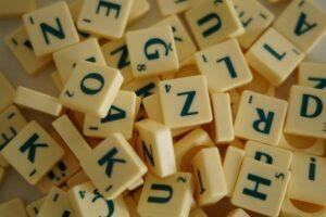5 důvodů proč hrát během pandemie Scrabble, populární deskovou hru pro celou rodinu